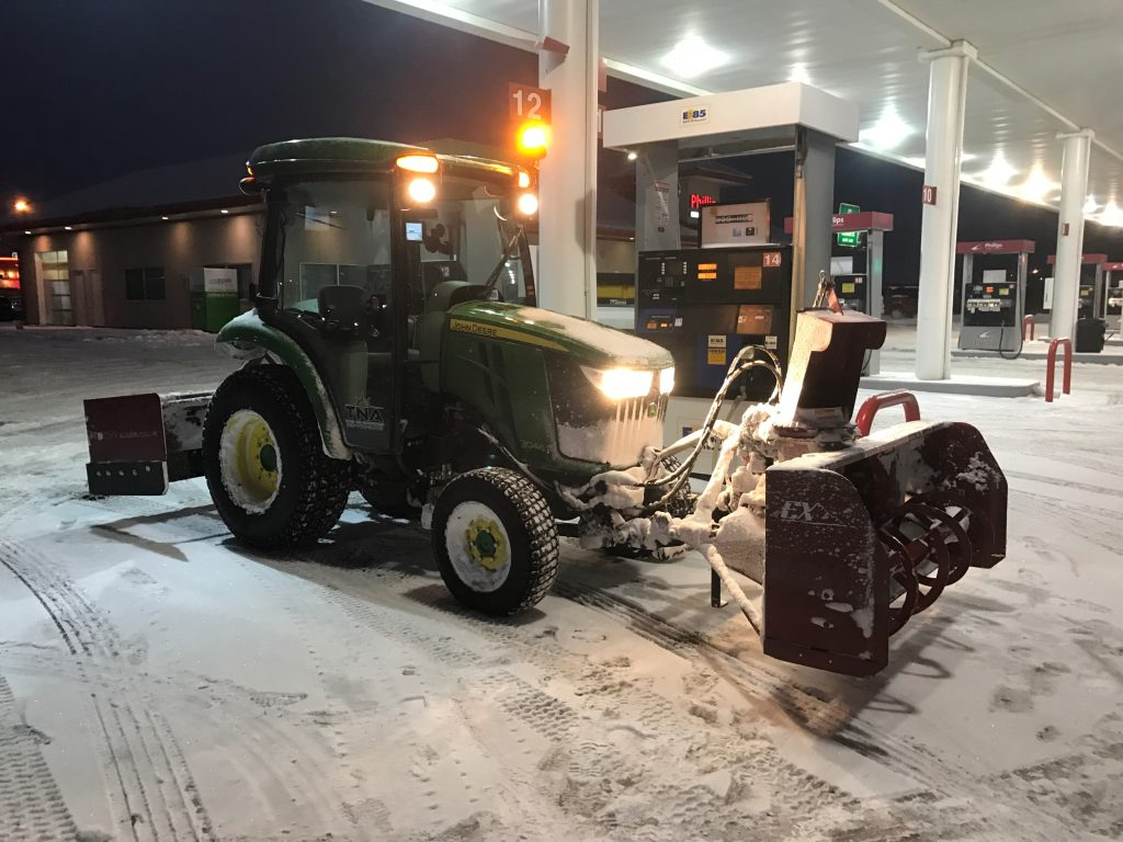 Zuidberg front 3pt hitch and PTO on a John Deere 3046R with front mounted snow blower (2)
