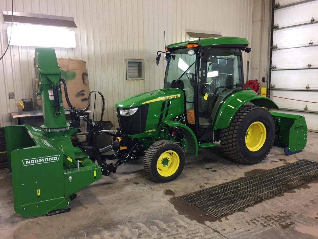 Zuidberg front 3pt hitch and PTO on a John Deere 4066R with front mounted snow blower
