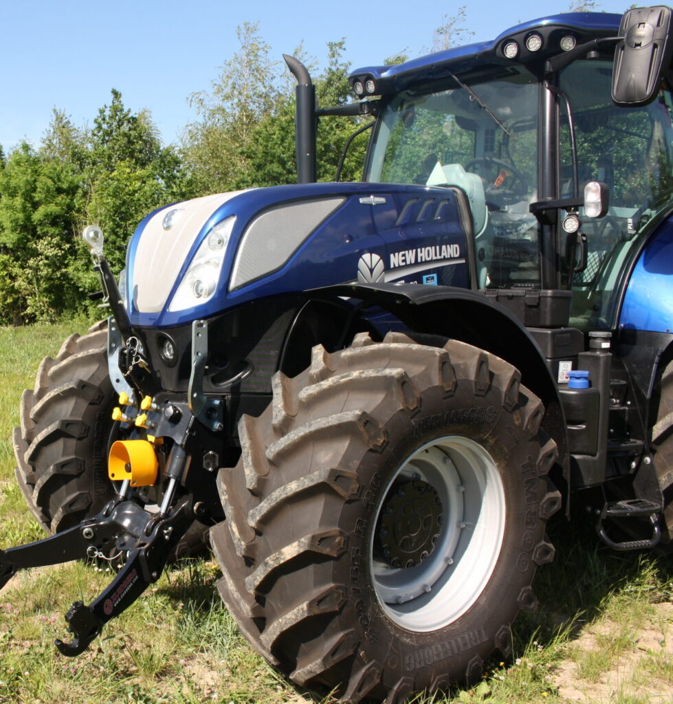 New-Holland-T7-New-Hitch-Concept